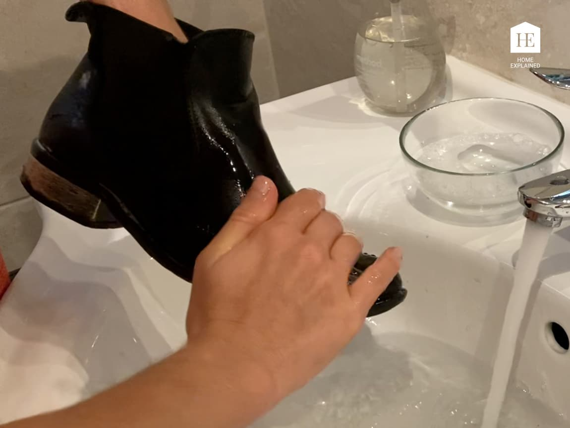 Rinsing nubuck shoes