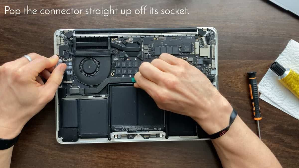 How to repair Macbook Pro right speaker 4